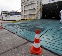 Δεμένα τα καράβια στα λιμάνια
