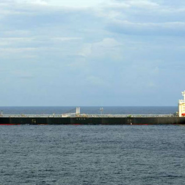 Σε τρία πλοία του εμπορικού ναυτικού η ελληνική σημαία