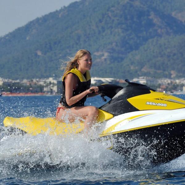 Απαγορεύονται τα jet ski από Βοτσαλάκια μέχρι Φρεαττύδα