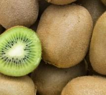 Δέσμευσαν 1,6 τόνους φρούτων σε επιχείρηση του Πειραιά
