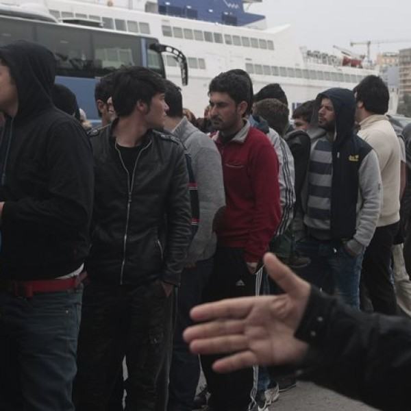 Στο λιμάνι του Πειραιά δύο πλοία με 98 λαθρομετανάστες και πρόσφυγες. Στους 4.800 σύμφωνα με την τελευταία καταμέτρηση