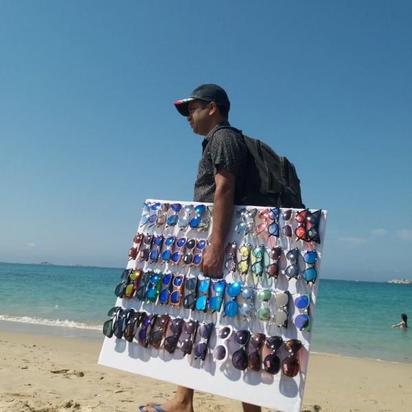 Πάρτυ το παρεμπόριο στις ελληνικές παραλίες