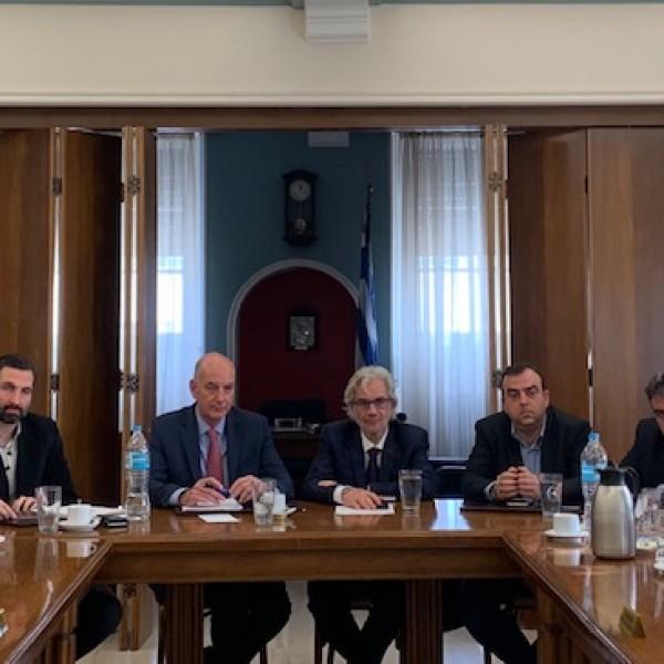 Eποικοδομητική συνάντηση Βλαχάκου με τον Εμπορικό Σύλλογο Πειραιά