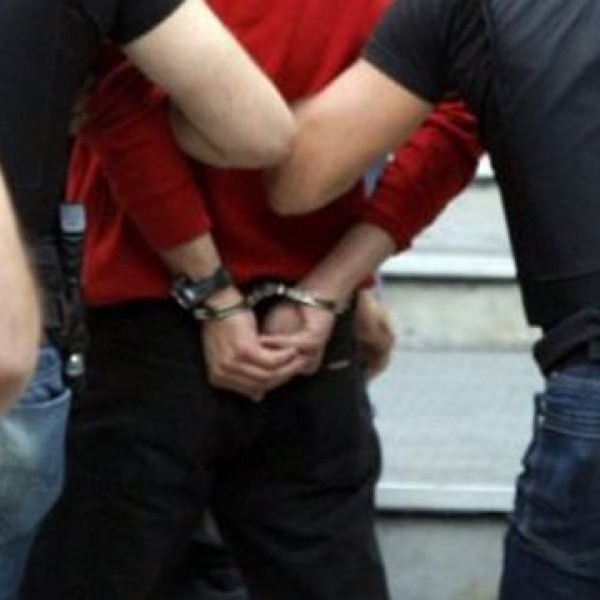 Λαθρομετανάστες επιτέθηκαν σε περιπτερά – Τραυμάτισαν άλλο ένα άτομο