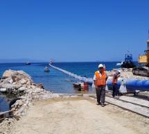 Αίγινα: Καθελκύστηκε ακόμη ένα τμήμα του υποθαλάσσιου αγωγού νερού