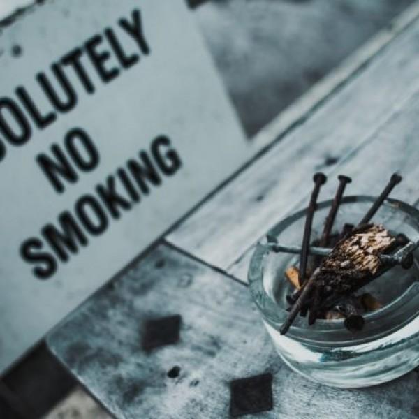 Θα κόψει το κάπνισμα η Ελλάδα; O ΣΦΕΕ στηρίζει Μητσοτάκη για πλήρη εφαρμογή του νόμου