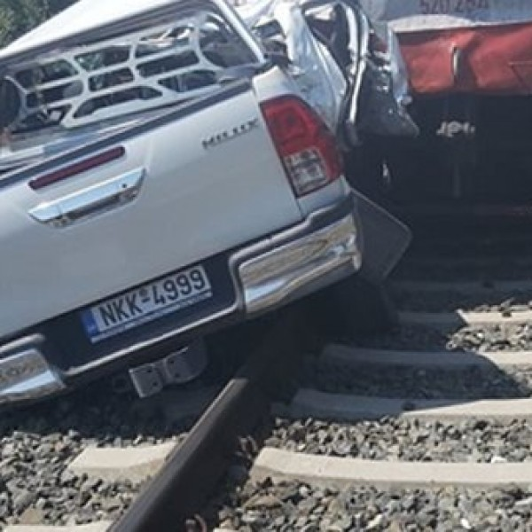 Νεκρή έγκυος μετά από σύγκρουση αμαξοστοιχίας με ΙΧ στη Θεσσαλονίκη