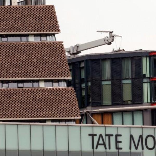 Εφηβος έριξε 6χρονο αγόρι από τον 10ο όροφο γκαλερί στο Λονδίνο