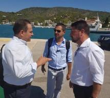 Σε σύσκεψη για την ηλεκτροδότηση στον Πόρο ο Νίκος Μανωλάκος