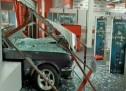 Ληστές μπούκαραν με αυτοκίνητο σε κατάστημα στην Π. Ράλλη