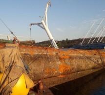 Φεύγουν ένα – ένα τα επιβλαβή ναυάγια από τον Τύμβο των Σαλαμινομάχων