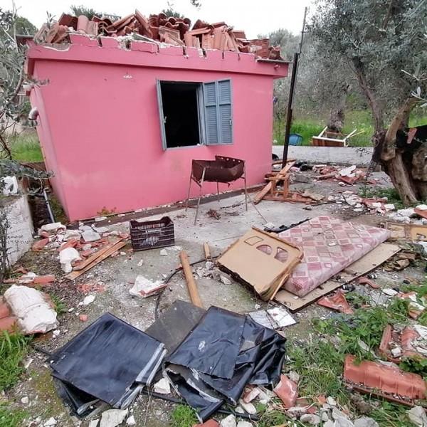 Μόρια: Οι Ελληνες σε καραντίνα, οι λαθρομετανάστες ελεύθεροι να λεηλατούν