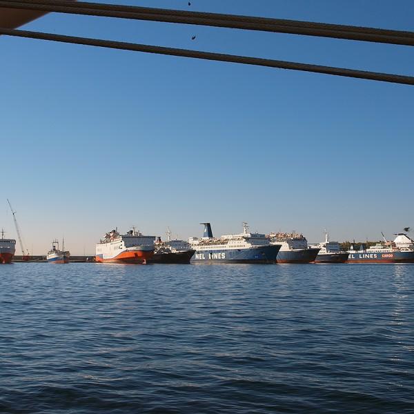 Πρόσκρουση πλοίων στον νέο μώλο Δραπετσώνας