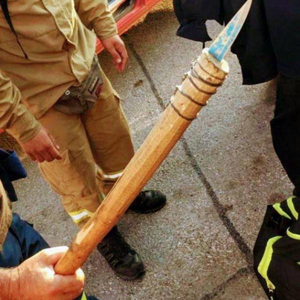 """Λέσβος: Ιδού τα αυτοσχέδια όπλα των """"άμοιρων"""" αλλοδαπών"""