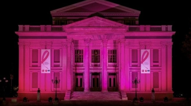 To Δημοτικό Θέατρο φωτίζεται ροζ
