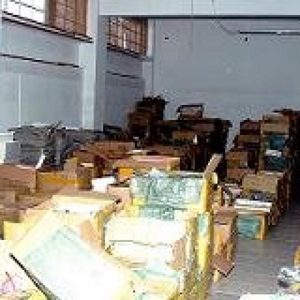 Αποθήκη με προϊόντα μαϊμού στο Μοσχάτο