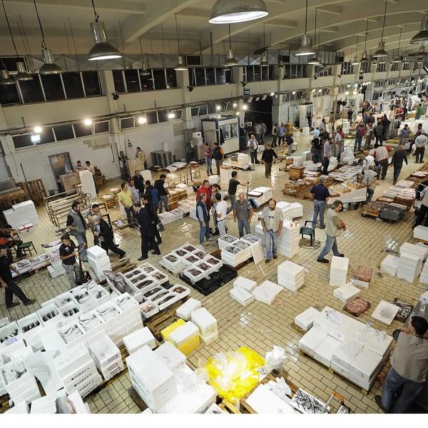Δέσμευσαν 264 κιλά μπαρμπούνια στην Ιχθυόσκαλα Κερατσινίου