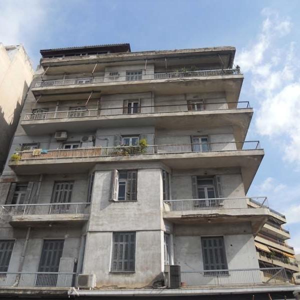 Κατεπείγουσες αυτοψίες σε ετοιμόρροπα κτίσματα ζήτησε ο Γιάννης Μίχας – Πτώση σοφάδων σε παλιά πολυκατοικία δίπλα σε σχολείο