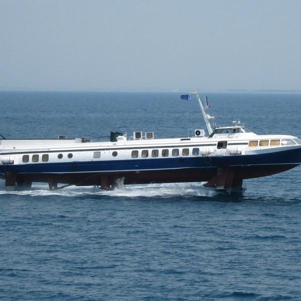 Μηχανική βλάβη στο flying dolphin 29 από Πειραιά προς Υδρα