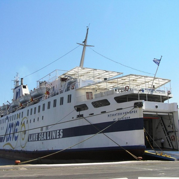 Ασφαλής αποκόλληση του Βιτσέντζος Κορνάρος και ασφαλής κατάπλους στο λιμάνι της Κάσου