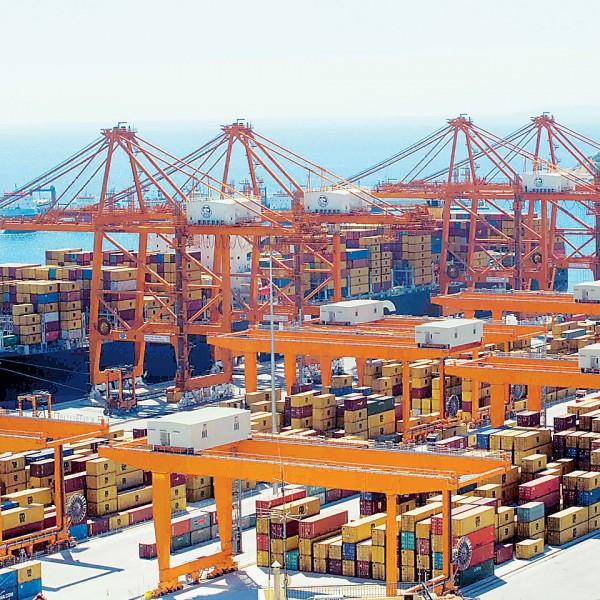 Aποκλεισμός του ΣΕΜΠΟ Πειραιά αύριο από τους λιμενεργάτες