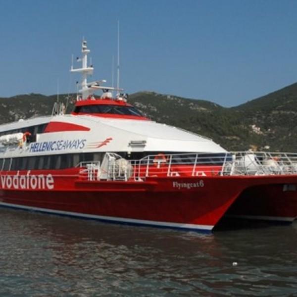 Μηχανική βλάβη στο flying cat 6 από Πειραιά προς Υδρα στη θαλάσσια περιοχή μεταξύ Πειραιά και Αίγινας. Επιστρέφει στον Πειραιά με μία μηχανή.