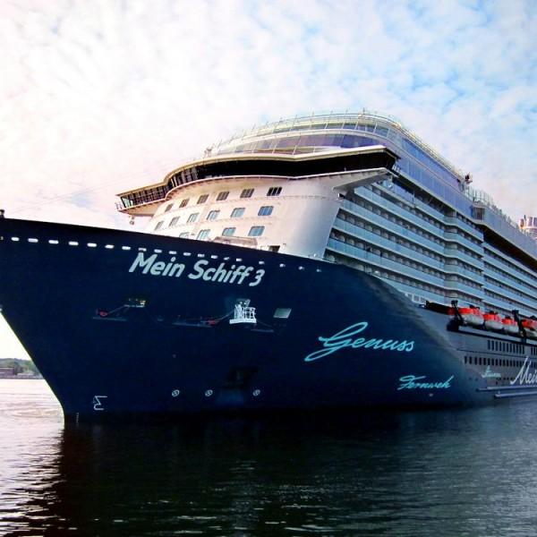 Στο λιμάνι του Πειραιά για πρώτη φορά το κρουαζιερόπλοιο «MEIN SCHIFF 3