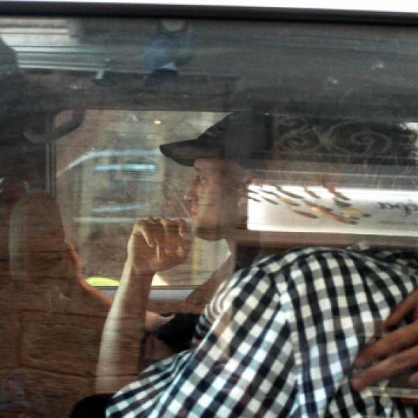 Στα Δικαστήρια του Πειραιά ο 77χρονος που σκόρπισε τον θάνατο στην Αίγινα