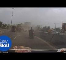 Σοκ στην Ταϋλάνδη! Παραλίγο να συνθλιβεί από νταλίκα (video)