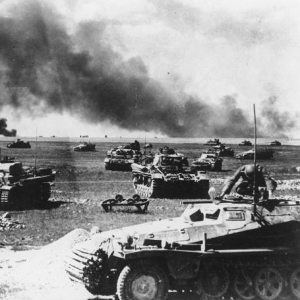 """1940: Ο Χίτλερ υπογράφει μυστικό διάταγμα για την """"Επιχείρηση Μπαρμπαρόσα"""""""