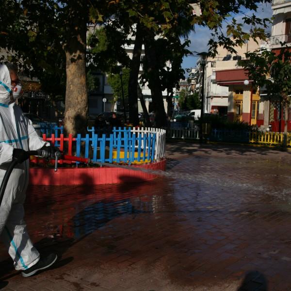 Πειραιάς: Απολύμανση κοινόχρηστων χώρων στις πέντε Δημοτικές Κοινότητες