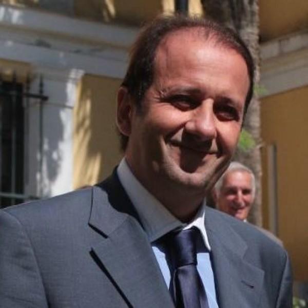 Καταπέλτης για Μενδώνη ο καθηγητής Νομικής Πάνος Λαζαράτος