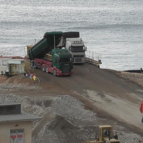 Μετά από 30 χρόνια η Cosco μετατρέπει ξανά το μισό κεντρικό λιμάνι σε βιομηχανικό