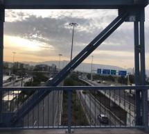Τρεις ανήλικοι έριχναν πέτρες σε οχήματα από γέφυρα στο Καραϊσκάκη